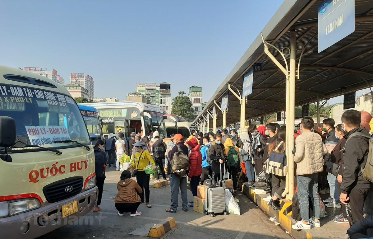 Các bến xe Hà Nội đã lên kế hoạch tăng cường phương tiện đáp ứng nhu cầu đi lại của người dân dịp nghỉ lễ 30/4 và 1/5. (Ảnh: Việt Hùng/Vietnam+)