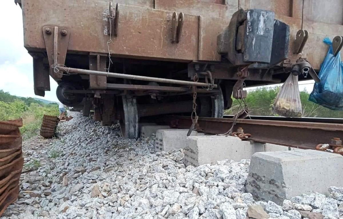 Sự cố tàu hàng bị trật bánh khiến đường sắt Bắc-Nam bị ngưng trệ trong nhiều giờ. (Nguồn ảnh: Đường Sắt Việt Nam-Hành trình vạn dặm)