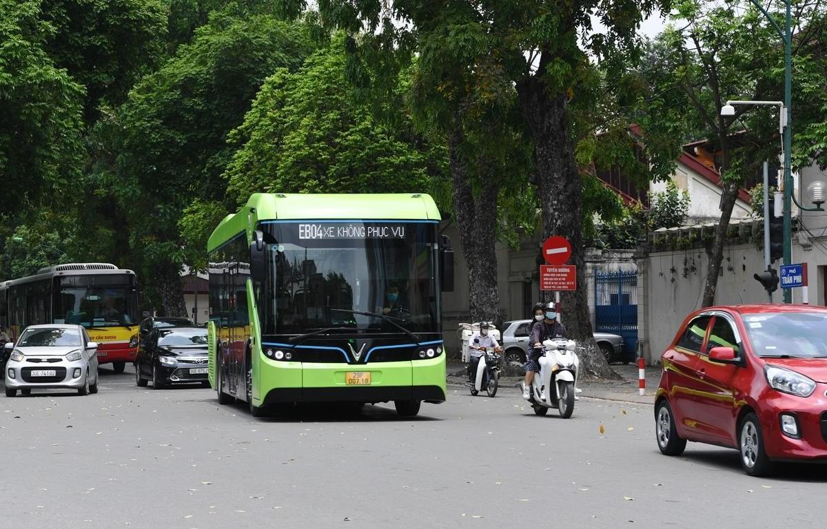Những chiếc xe buýt điện của Vinbus đã bắt đầu chạy thử nghiệm trên một số tuyến phố nội độ. (Ảnh: Vinbus cung cấp)