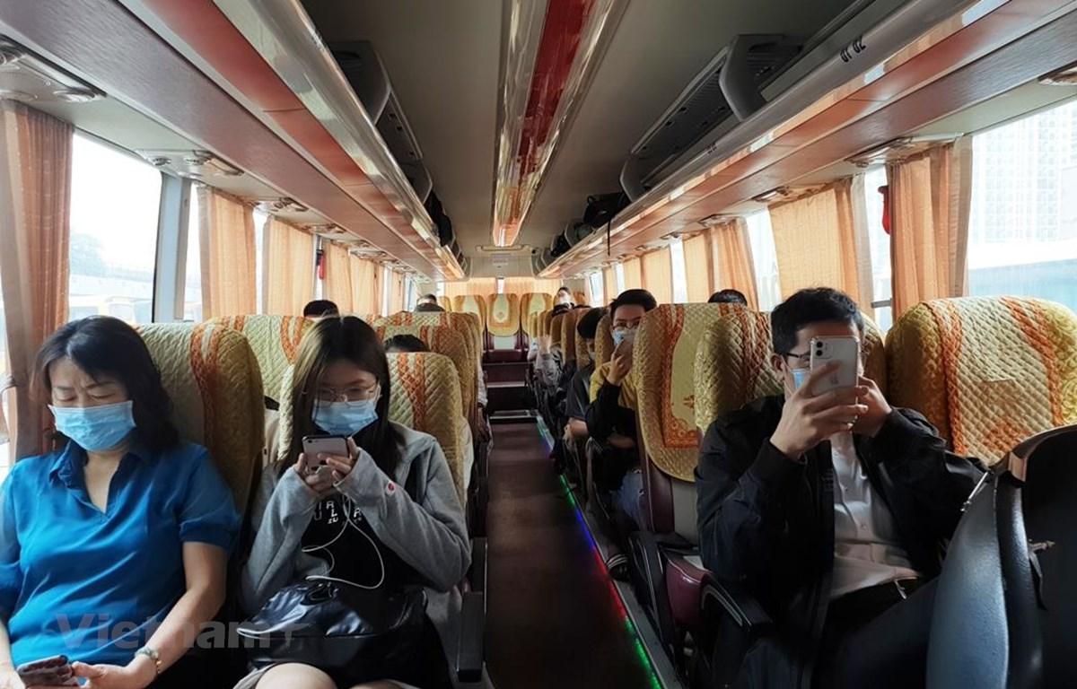 Xe khách thưa thớt người đi do lo ngại dịch bệnh COVID-19 trong thời gian qua. (Ảnh: Việt Hùng/Vietnam+)