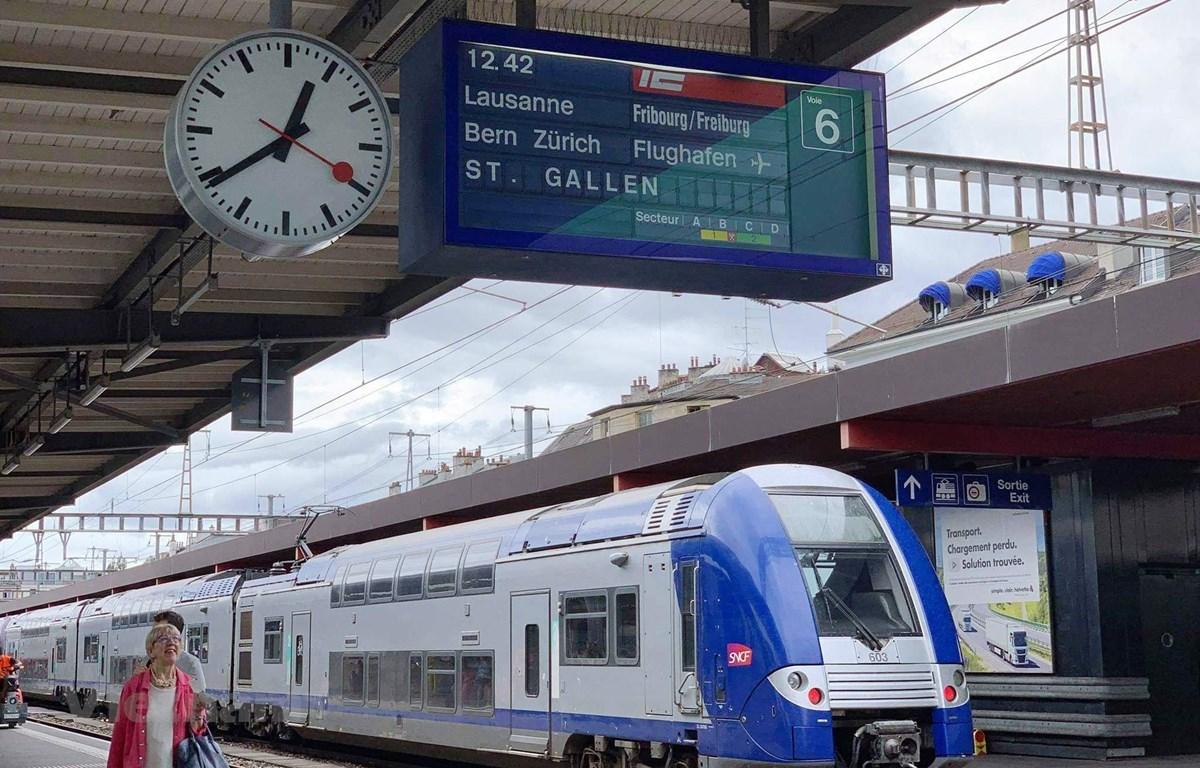 Đoàn tàu tốc độ cao chạy tại một số nước ở châu Âu. (Ảnh: CTV/Vietnam+)