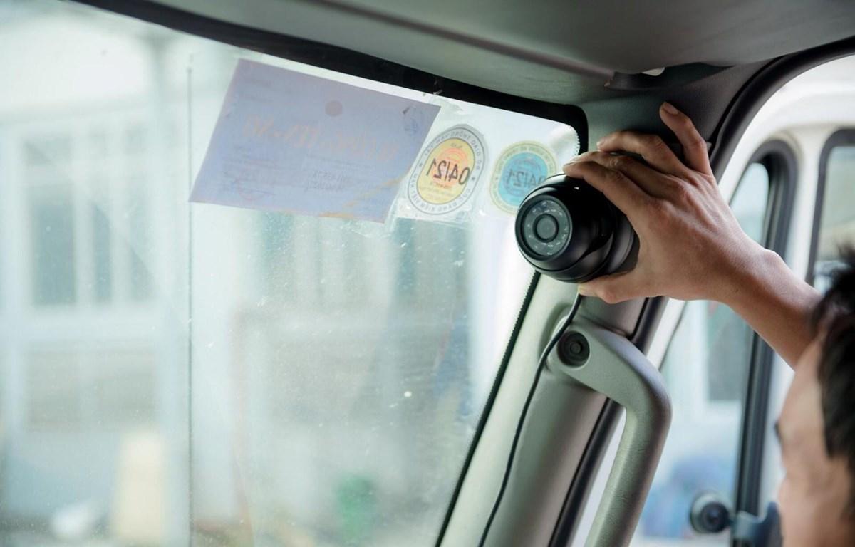 Camera lắp trong xe kinh doanh vận tải sẽ giám sát được trạng thái của lái xe. (Ảnh: CTV/Vietnam+)