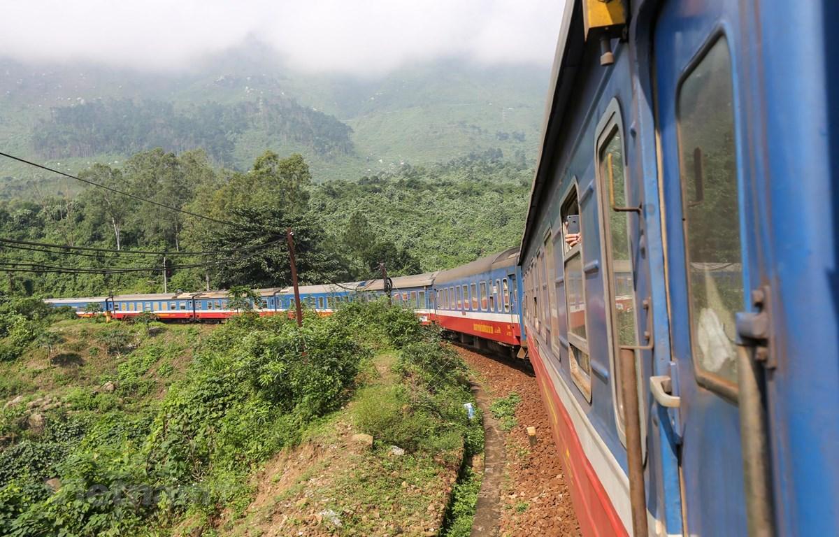 Ngành đường sắt đang gặp nhiều khó khăn do ảnh hưởng của dịch COVID-19. (Ảnh: Minh Sơn/Vietnam+)