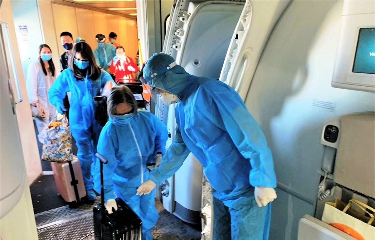 Ngành hàng không sẽ tổ chức các chuyến bay đưa người dân từ Thành phố Hồ Chí Minh và các tỉnh phía Nam về địa phương. (Ảnh: CTV/Vietnam+)
