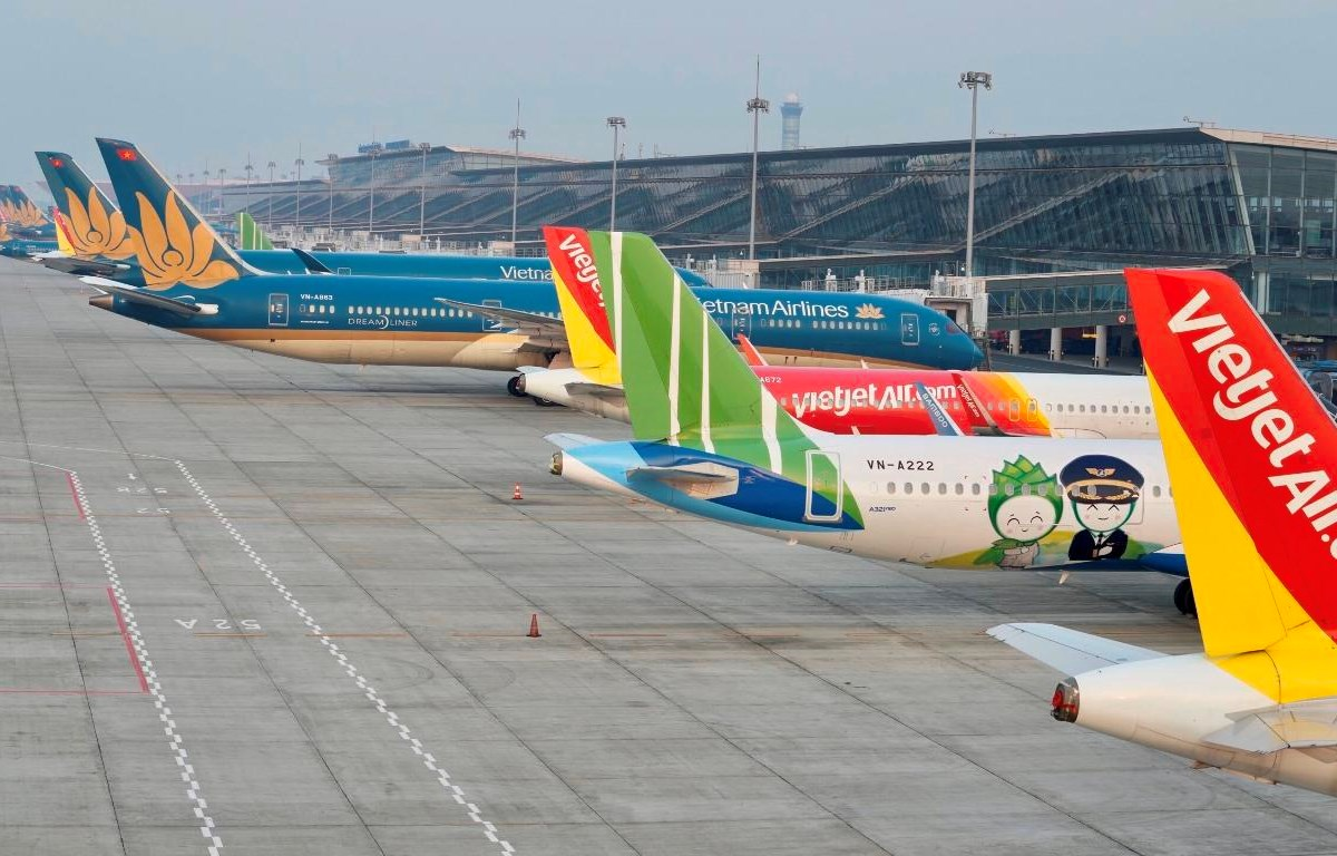 Máy bay của các hãng hàng không tạm dừng hoạt động tại sân bay Nội Bài. (Ảnh: CTV/Vietnam+)