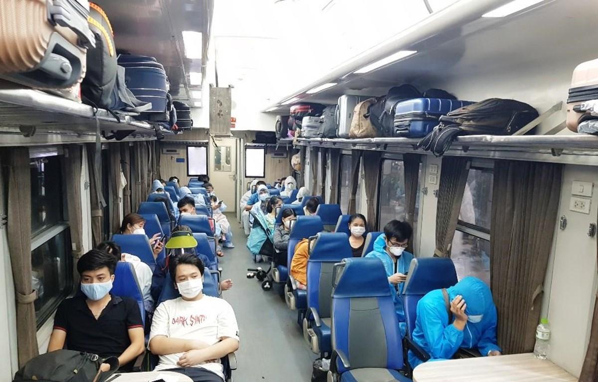 Hành khách tại Thành phố Hồ Chí Minh được ngành đường sắt vận chuyển về quê. (Ảnh: CTV/Vietnam+)
