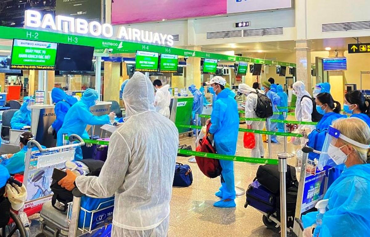 Hơn 600 công dân Bắc Giang đang sinh sống khu vực miền Nam được trở về quê trên chuyến bay của Bamboo Airways. (Ảnh: CTV/Vietnam+)