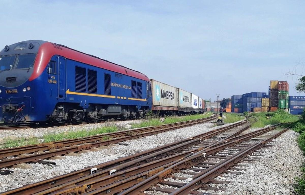 Đoàn tàu của Tổng công ty Đường sắt Việt Nam chở hàng hóa từ Việt Nam sang châu Âu. (Ảnh: CTV/Vietnam+)