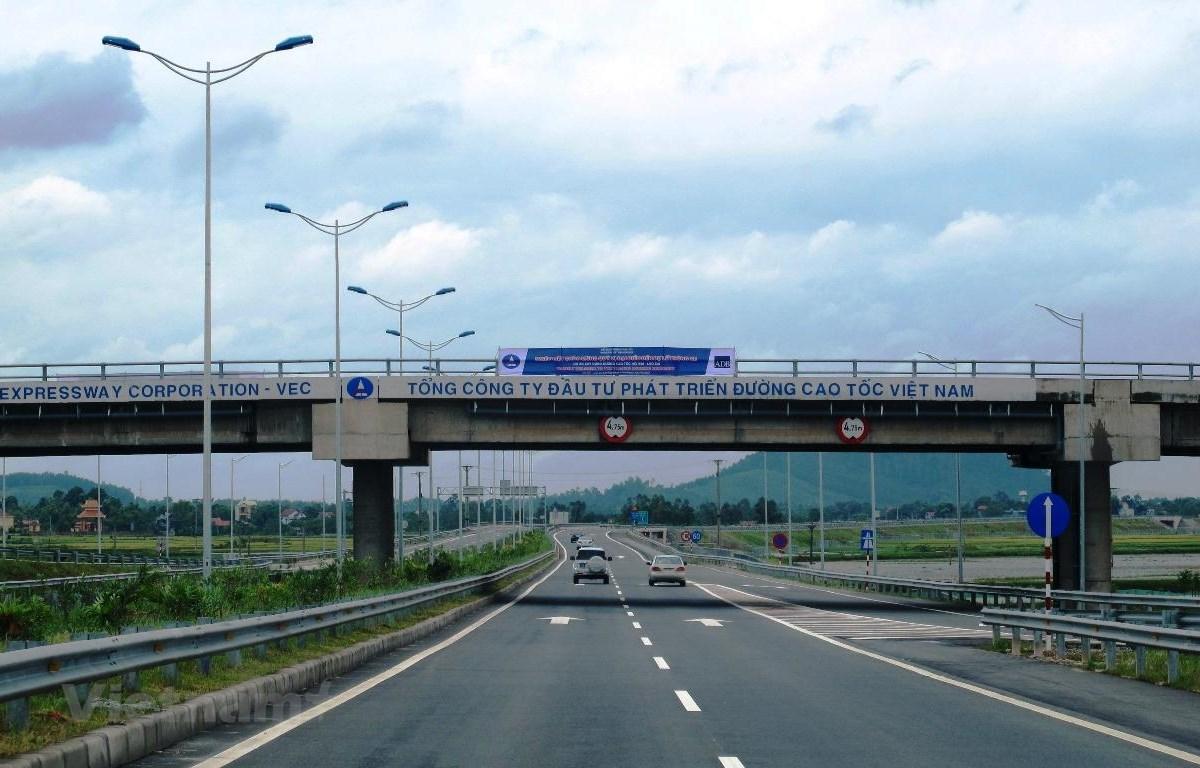 Phương tiện lưu thông trên tuyến đường Nội Bài-Lào Cai của VEC. (Ảnh: Việt Hùng/Vietnam+)