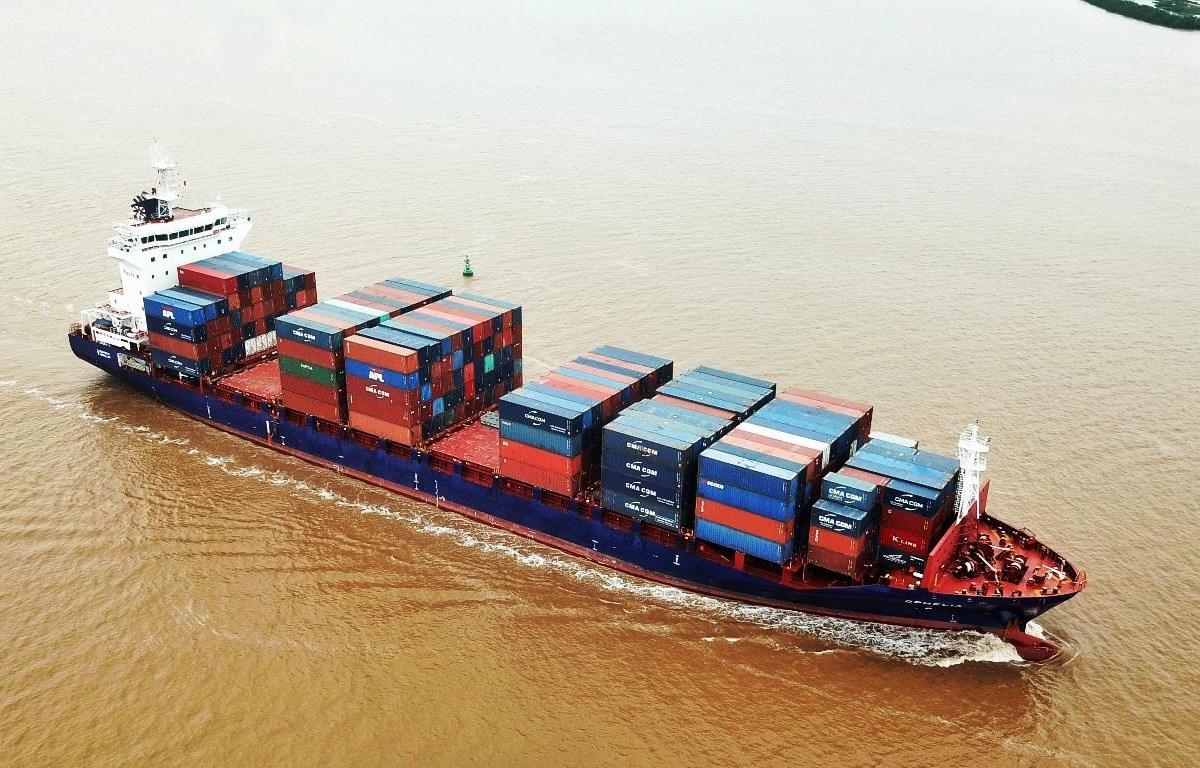 Tự tăng giá vận chuyển container hiện nay diễn ra trên toàn cầu. (Ảnh: CTV/Vietnam+)