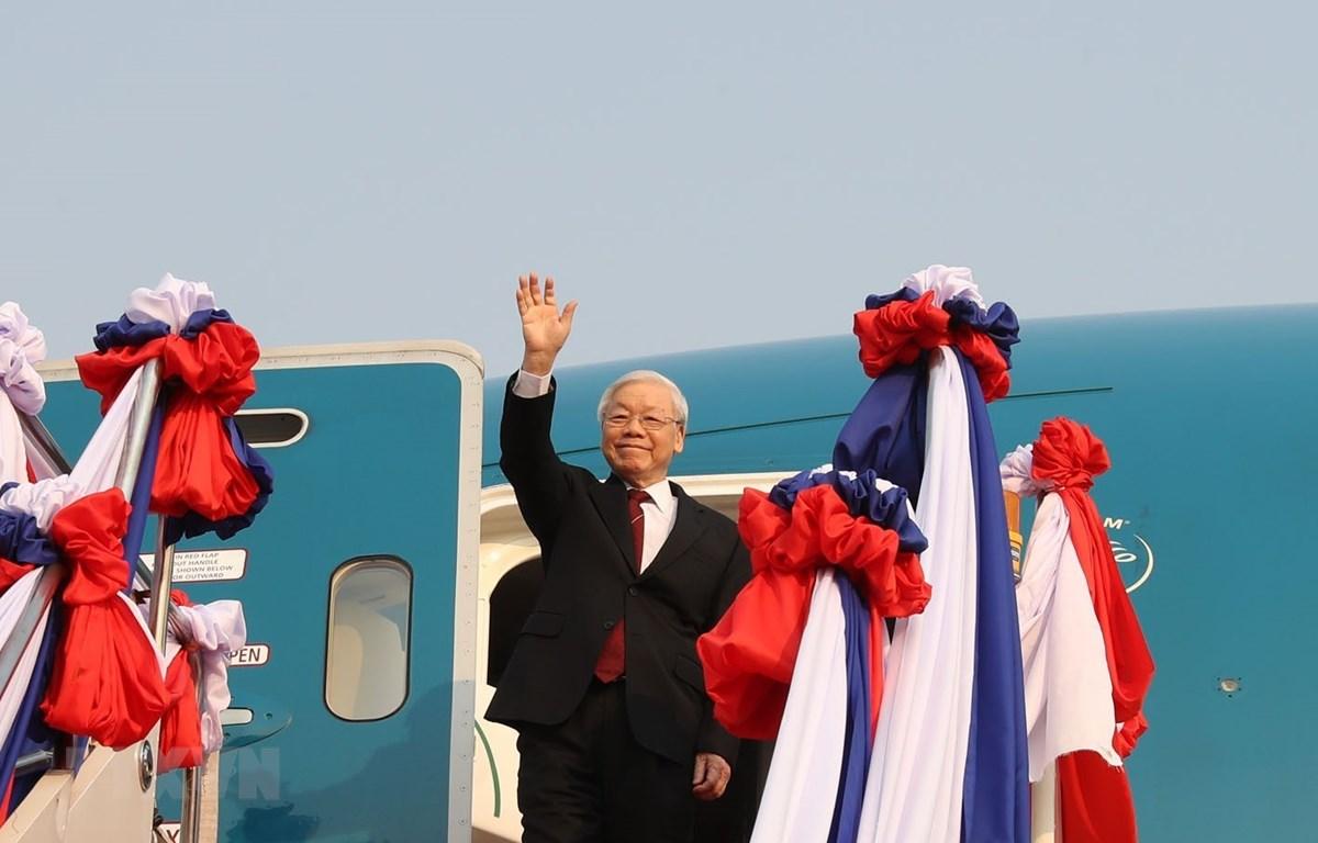 Tổng Bí thư, Chủ tịch nước Nguyễn Phú Trọng đến sân bay quốc tế Wattay ở Thủ đô Vientiane. (Ảnh: Trí Dũng/TTXVN)