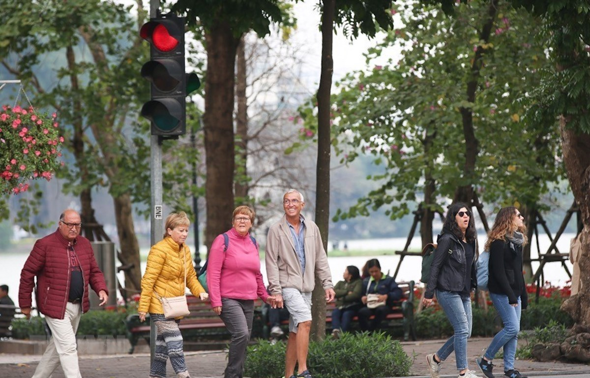 Sự sạch sẽ, đẹp, thanh bình và sự thân thiện của người dân Thủ đô đã và đang là điểm đến của du khách mọi nơi trên thế giới. (Ảnh: Trọng Đạt/TTXVN)