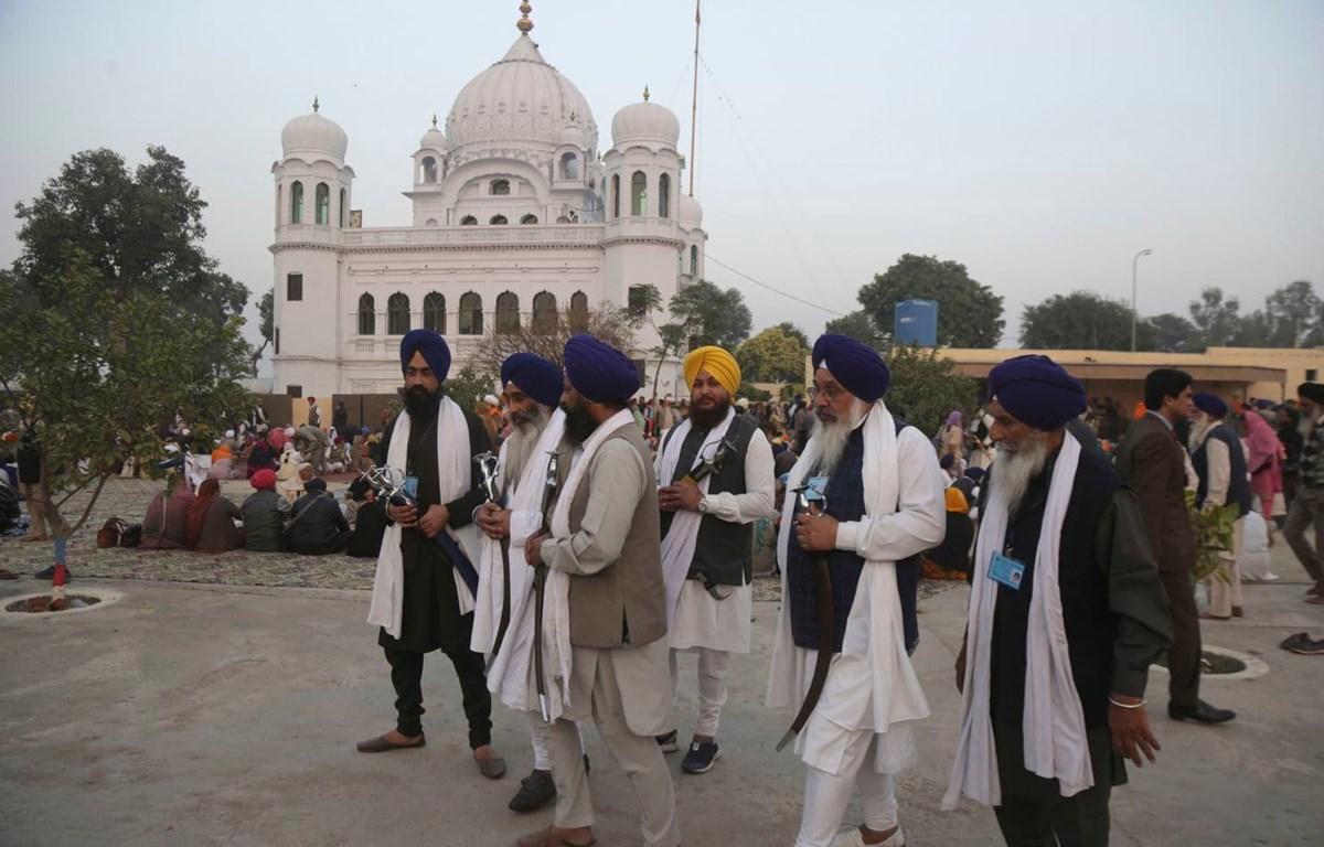 Người hành hương tới viếng đền thờ Gurdwara Darbar Sahib. (Nguồn: Washington Post)