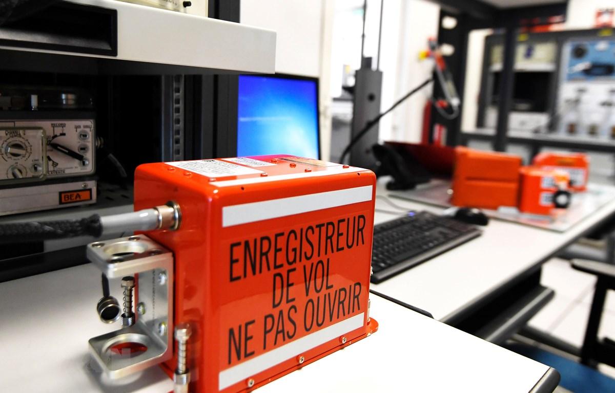 Một hộp đen máy bay tại phòng thí nghiệm Cơ quan Điều tra tai nạn hàng không của Pháp (BAE) ở Le Bourget, phía bắc Paris, Pháp, ngày 7/9/2018. (Ảnh: AFP/TTXVN)