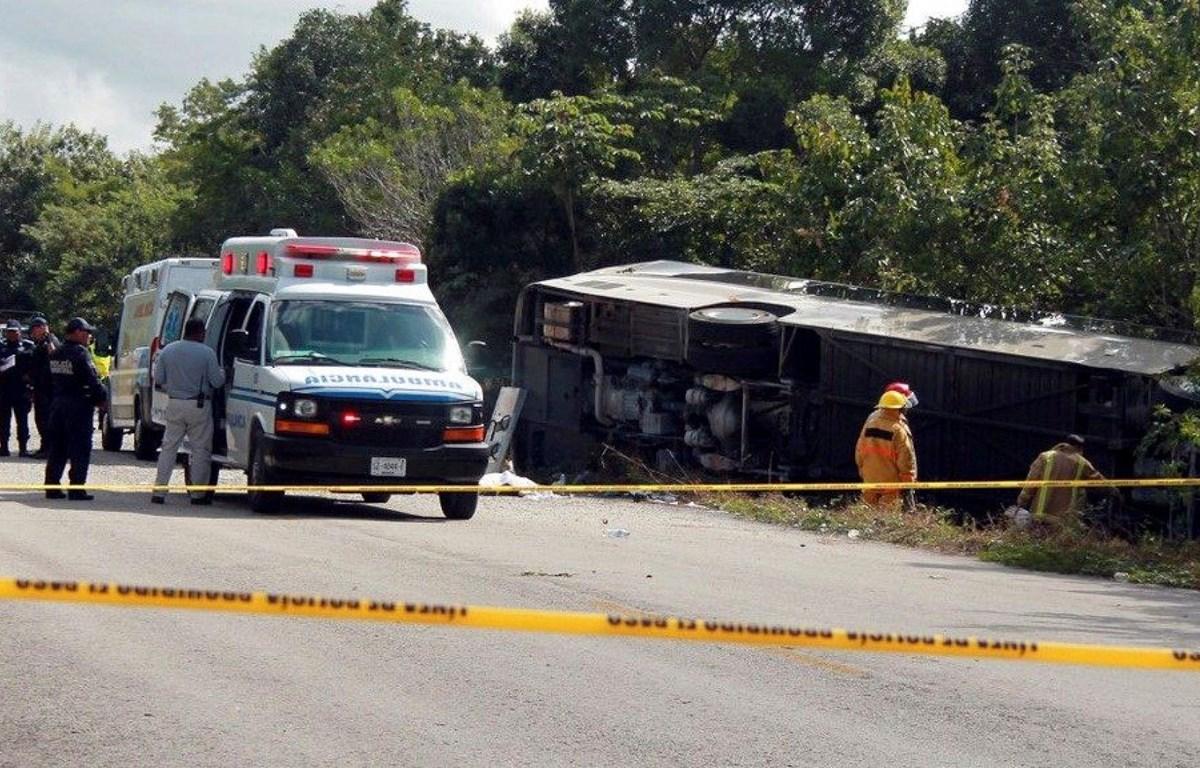 Hiện trường một vụ tai nạn xe buýt ở Mexico. Ảnh minh họa. (Nguồn: AP)