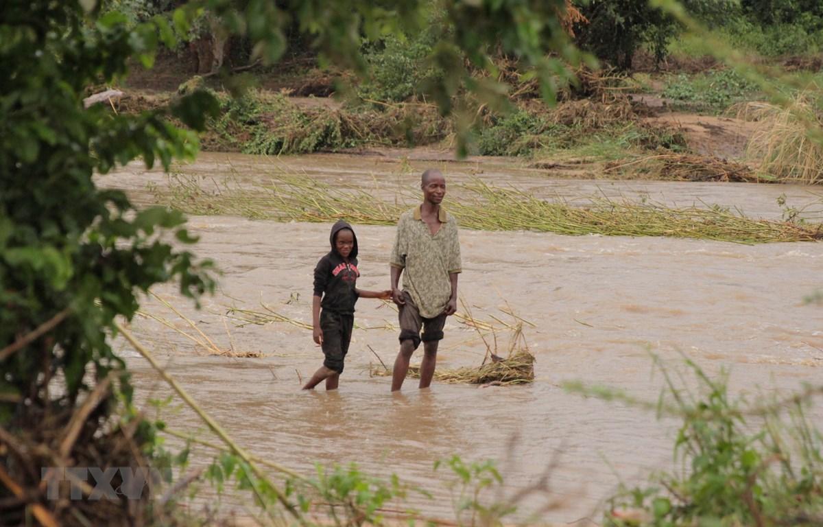 Cảnh ngập lụt do ảnh hưởng của bão Idai tại tỉnh Manicaland, Zimbabwe, ngày 17/3. (Ảnh:THX/TTXVN)