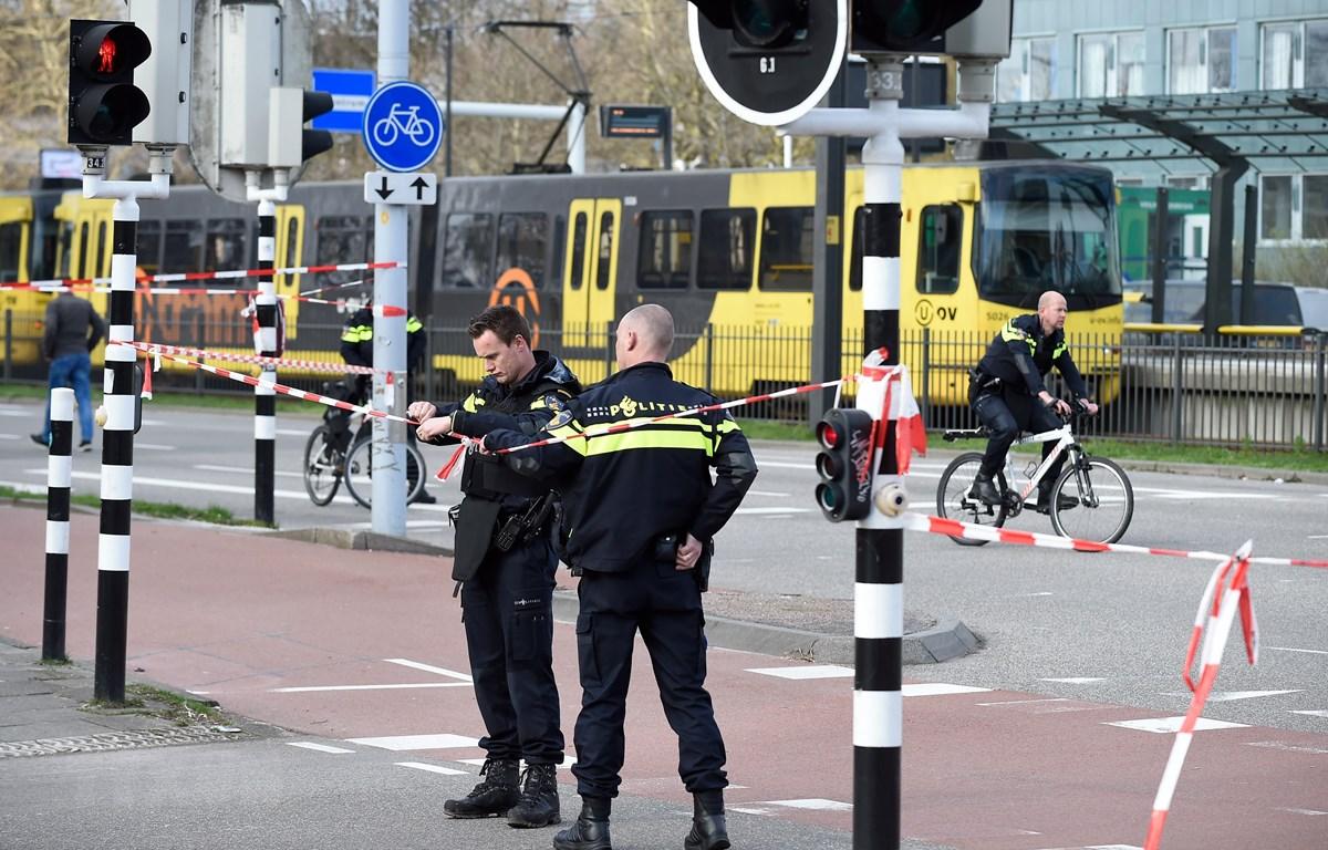 Cảnh sát điều tra tại hiện trường vụ xả súng ở Utrecht, Hà Lan, ngày 18/3/2019. (Ảnh: AFP/TTXVN)