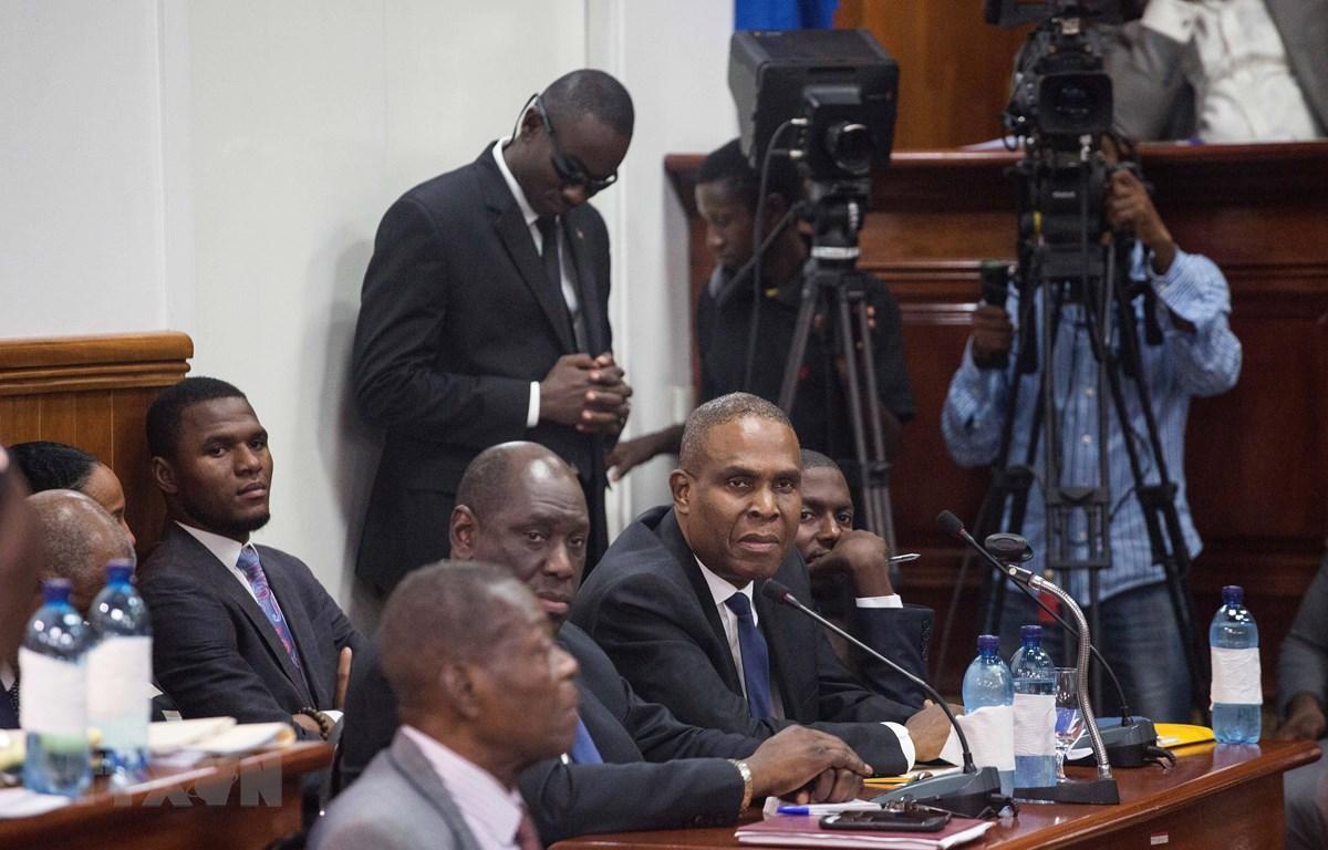 Thủ tướng Haiti Jean Henry Ceant (thứ 3, trái, hàng trước) đã đệ đơn từ chức. (Ảnh: AFP/TTXVN)