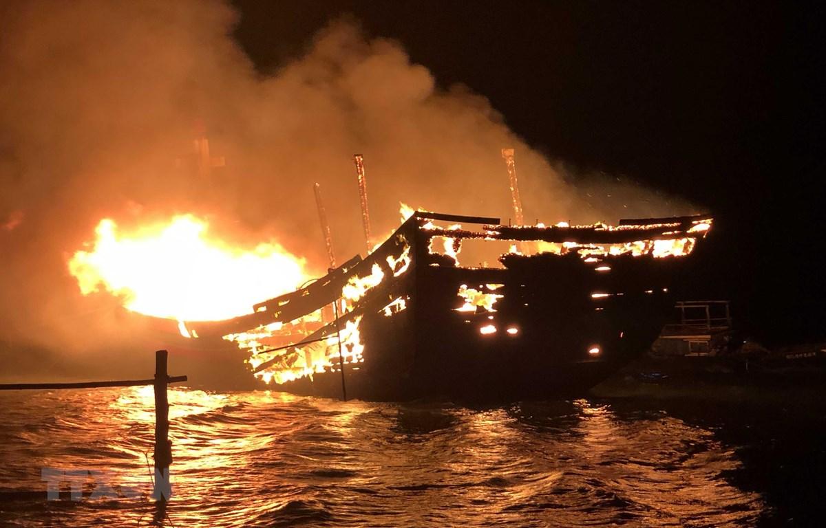 Một vụ cháy tàu cá gây thiệt hại nghiêm trọng. Ảnh minh họa. (Nguồn: Hữu Trung/TTXVN)