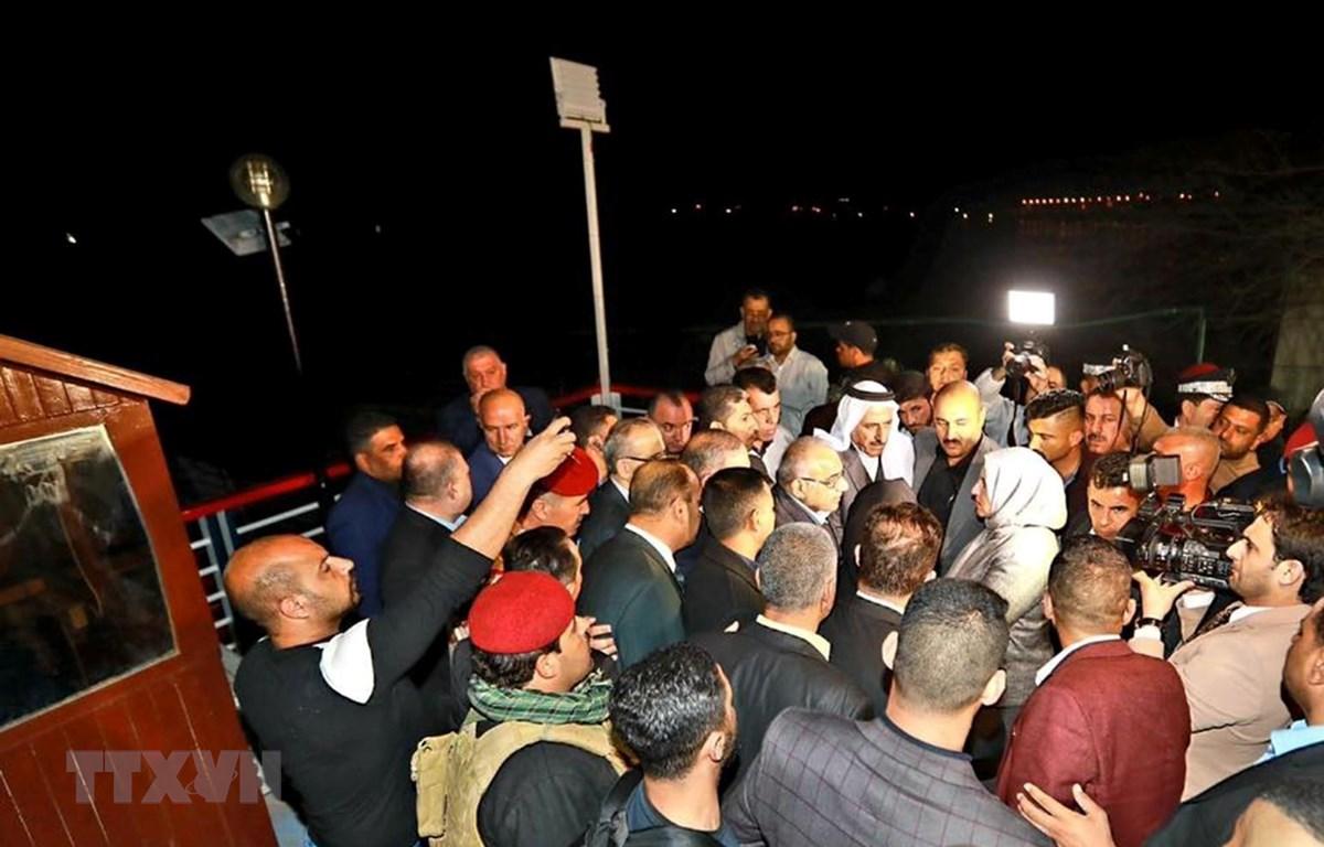 Thủ tướng Iraq Adel Abdul Mahdi thị sát hiện trường vụ chìm phà trên sông Tigris, gần thành phố Mosul, ngày 21/3/2019. (Ảnh: THX/TTXVN)