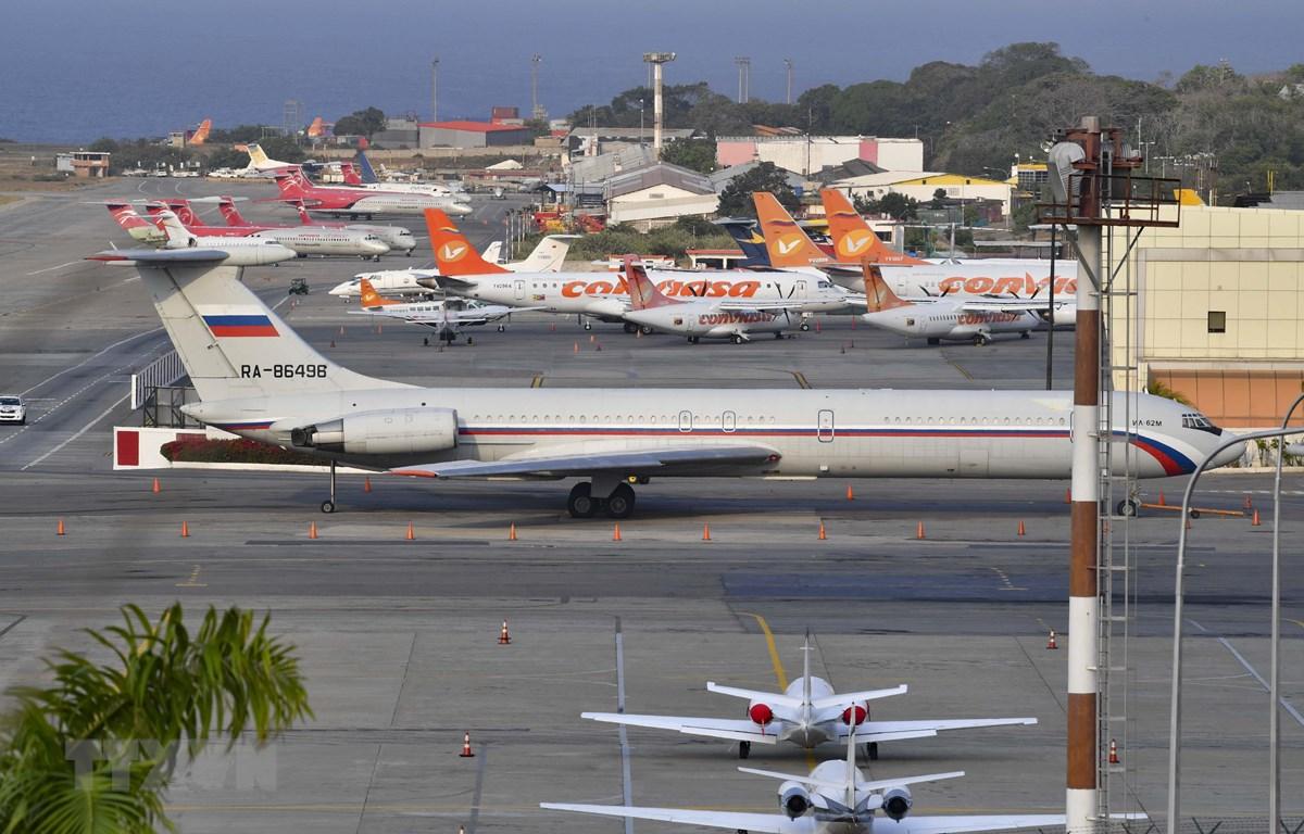 Máy bay Ilyushin Il-62M của Nga chở nhóm quân nhân và trang thiết bị quân sự tới Venezuela ngày 28/3. (Ảnh: AFP/TTXVN)