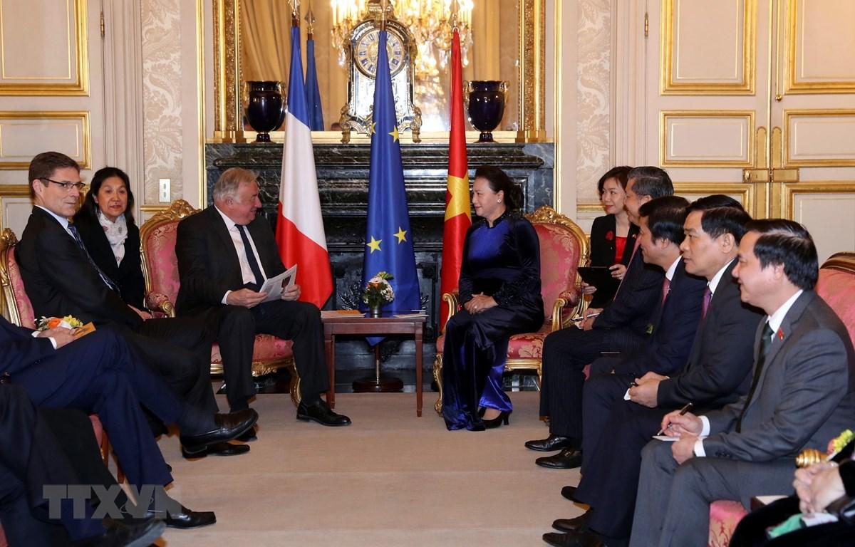 Chủ tịch Quốc hội Nguyễn Thị Kim Ngân hội kiến Chủ tịch Thượng viện CH Pháp Gerard Larcher. (Ảnh: Trọng Đức/TTXVN)