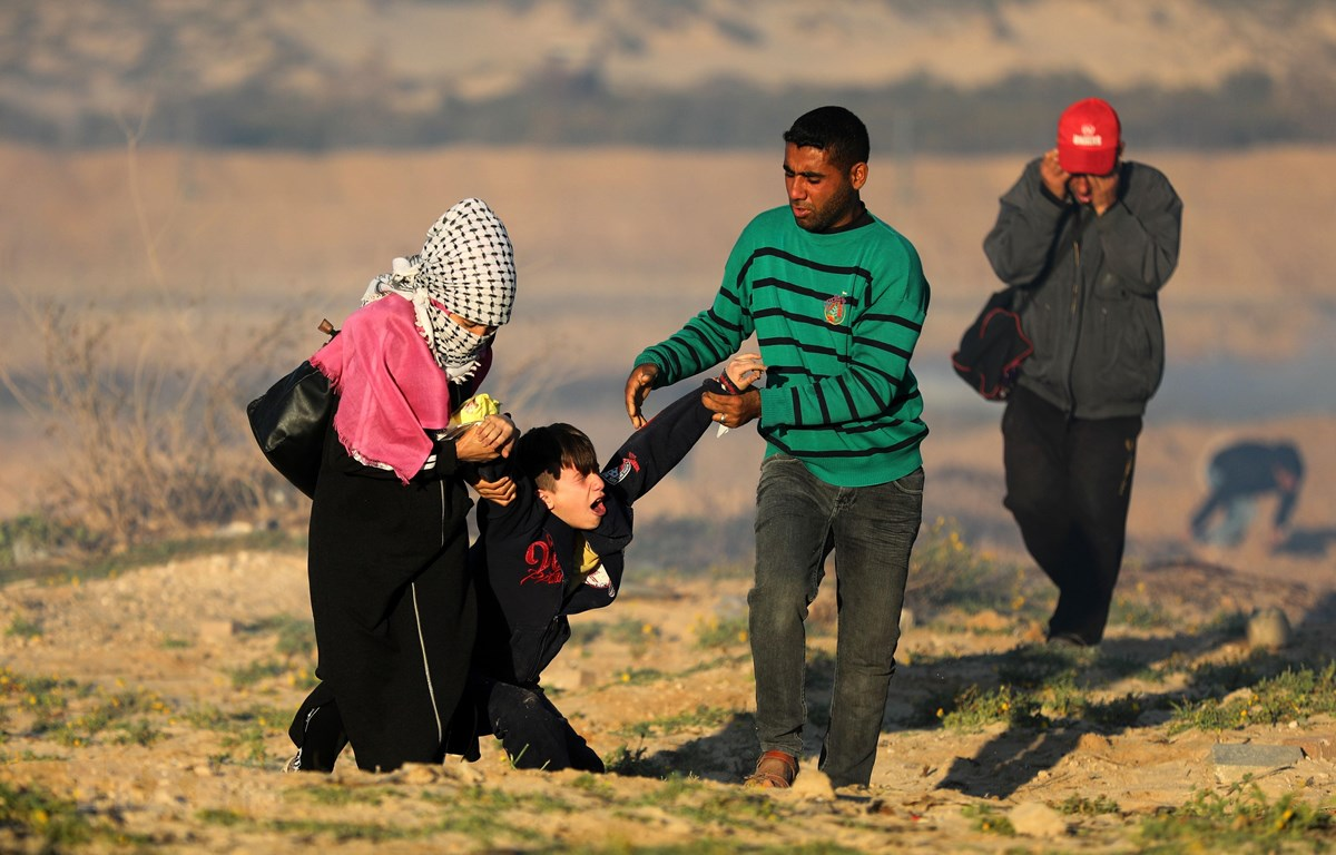Người biểu tình Palestine bị thương tại Dải Gaza, ngày 19/3/2019. (Ảnh: THX/TTXVN)