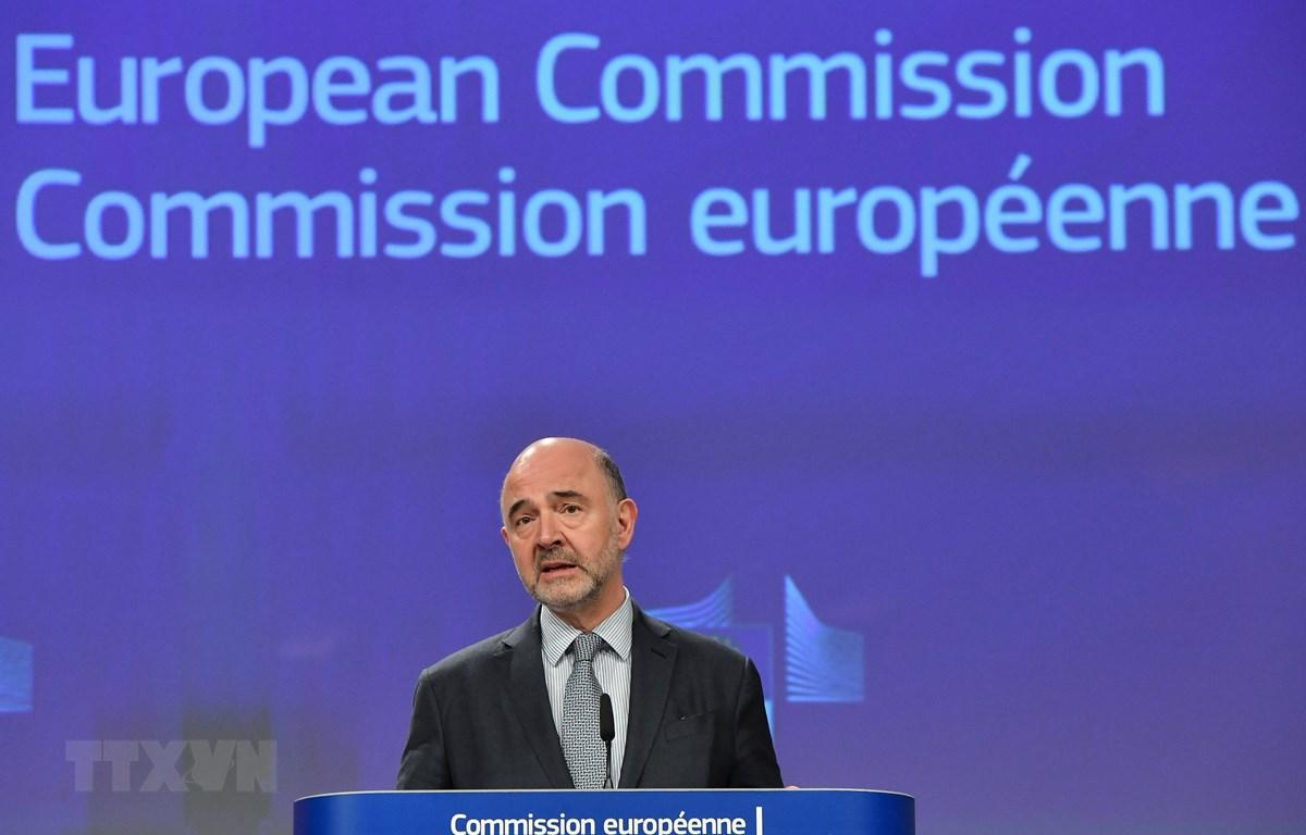 Ủy viên Liên minh châu Âu (EU) phụ trách các vấn đề kinh tế và thuế Pierre Moscovici tại cuộc họp báo ở Brussels, Bỉ ngày 3/4/2019. (Ảnh: AFP/TTXVN)