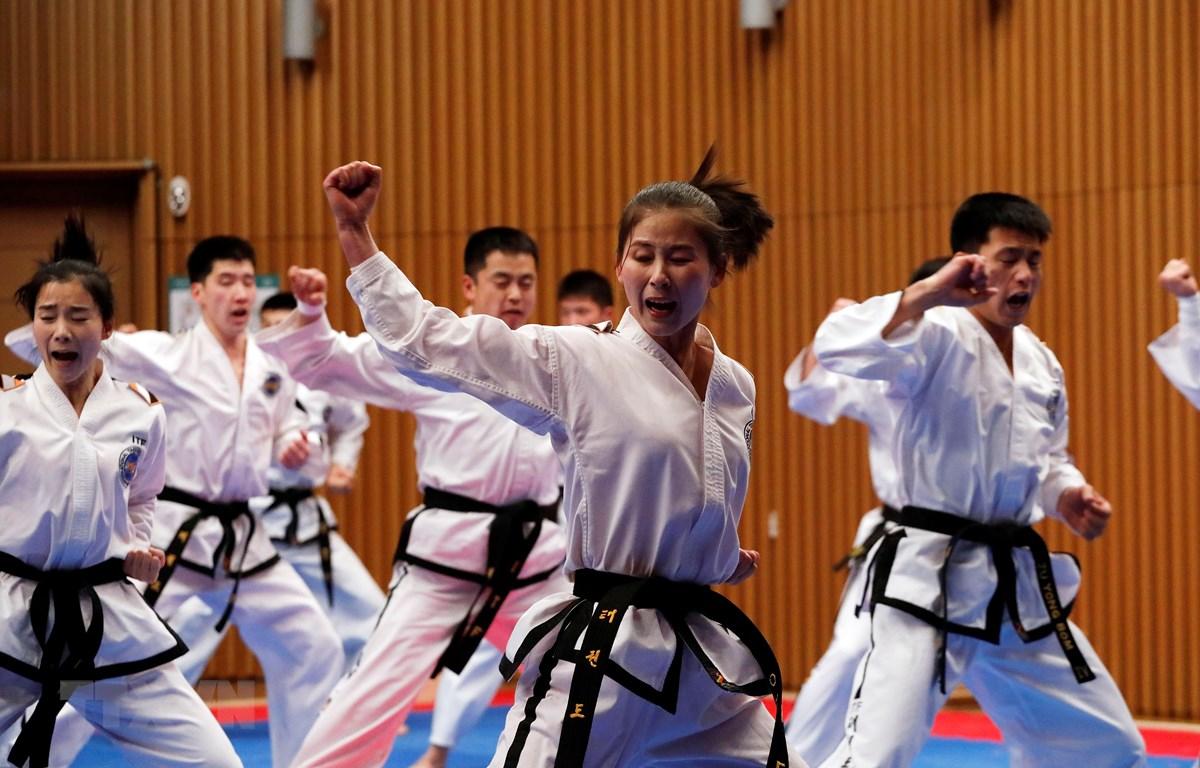 Đội Taekwondo của Triều Tiên biểu diễn tại Thế vận hội mùa đông PyeongChang ở Hàn Quốc ngày 12/2/2018. (Ảnh: AFP/TTXVN)
