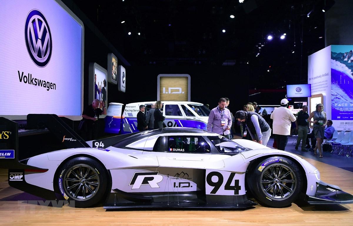 Mẫu ôtô của hãng Volkswagen được giới thiệu tại Los Angeles, California, Mỹ ngày 28/11/2018. (Ảnh: AFP/TTXVN)
