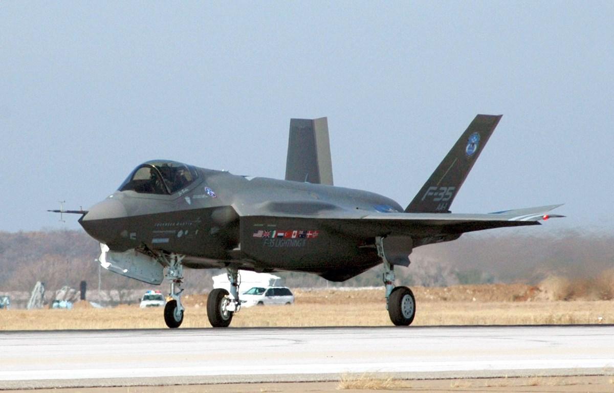 Máy bay F-35 của Tập đoàn sản xuất vũ khí Lockheed Martin trong chuyến bay thử nghiệm tại Fort Worth, Texas (Mỹ). (Ảnh: AFP/TTXVN)