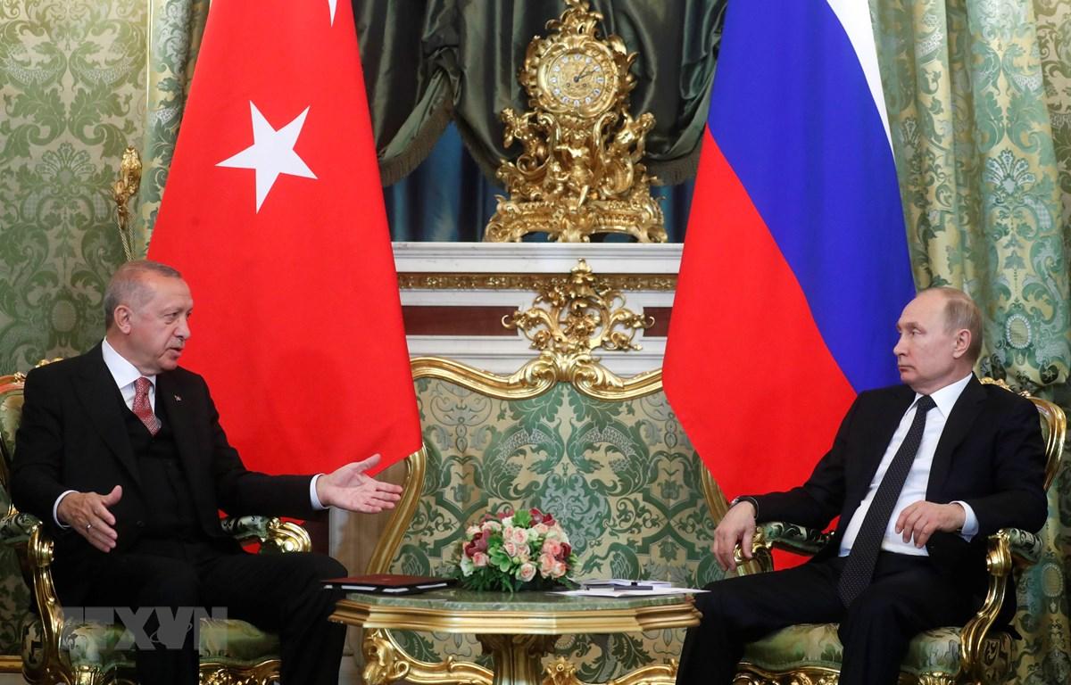 Tổng thống Nga Vladimir Putin (phải) và người đồng cấp Thổ Nhĩ Kỳ Tayyip Erdogan (trái) tại cuộc gặp ở Moskva, Nga ngày 8/4. (Ảnh: AFP/TTXVN)