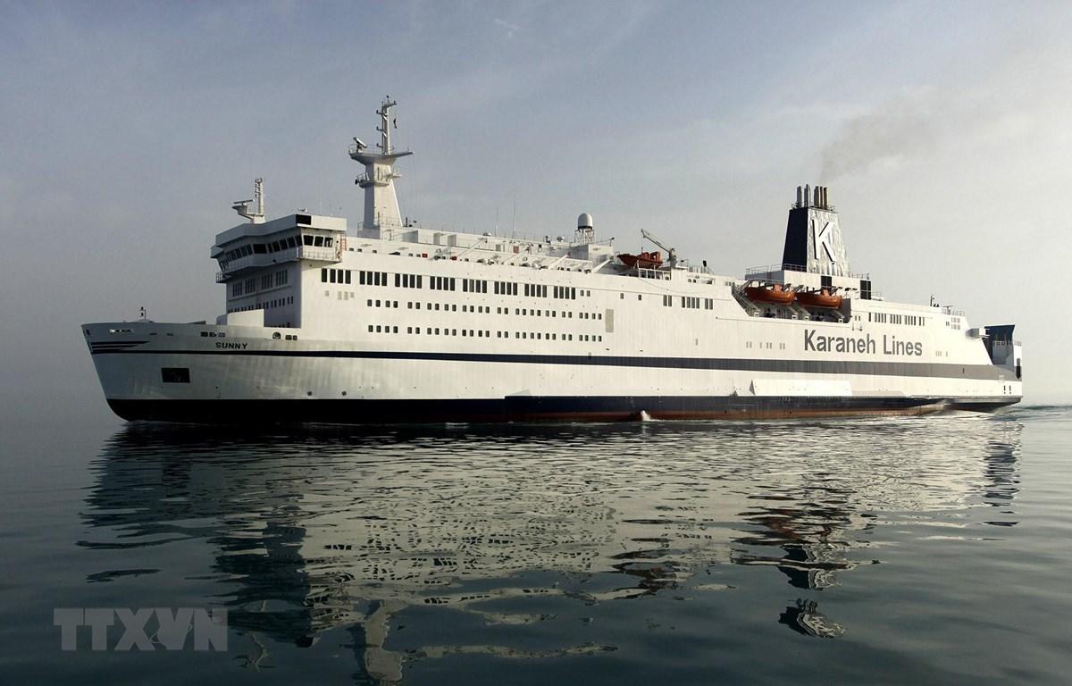 Tàu thủy lớn nhất của Iran cập cảng tại khu nghỉ dưỡng Qeshm ở vùng Vịnh tháng 4/2017. (Ảnh: AFP/TTXVN)