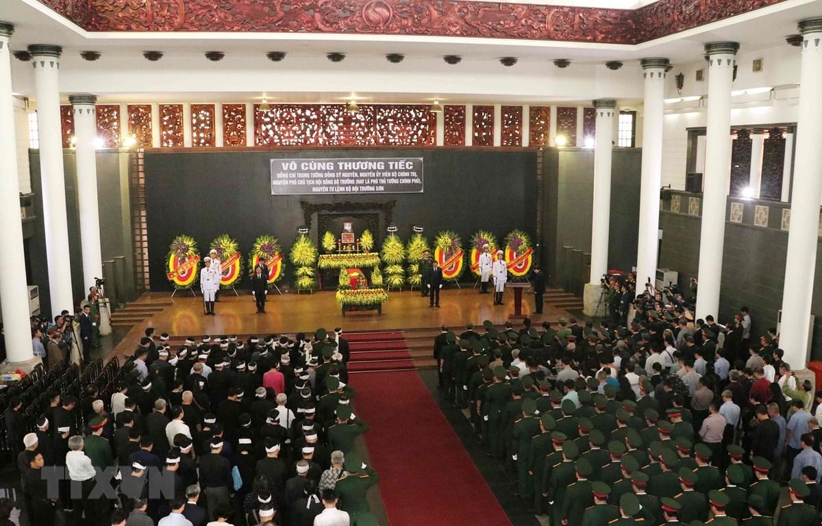Toàn cảnh lễ truy điệu và đưa tang đồng chí Đồng Sỹ Nguyên. (Ảnh: Văn Điệp/TTXVN)