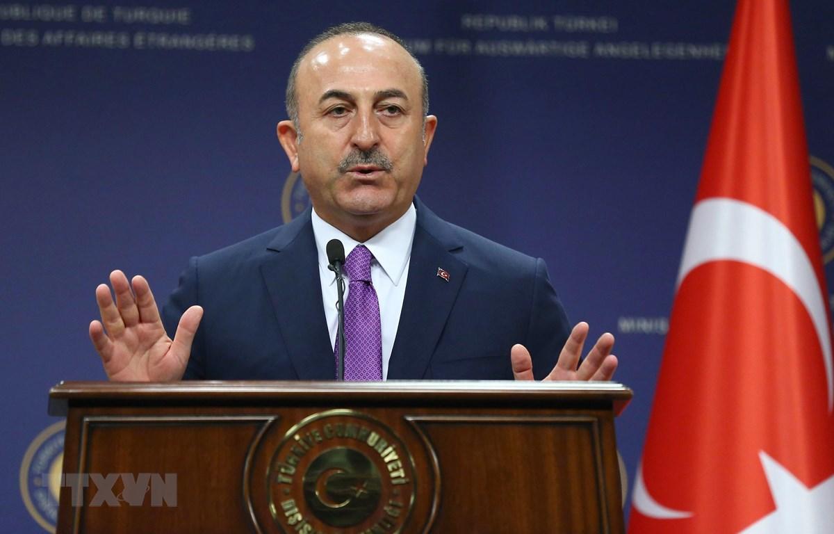 Ngoại trưởng Thổ Nhĩ Kỳ Mevlut Cavusoglu phát biểu trong cuộc họp báo tại Ankara. (Ảnh: AFP/TTXVN)