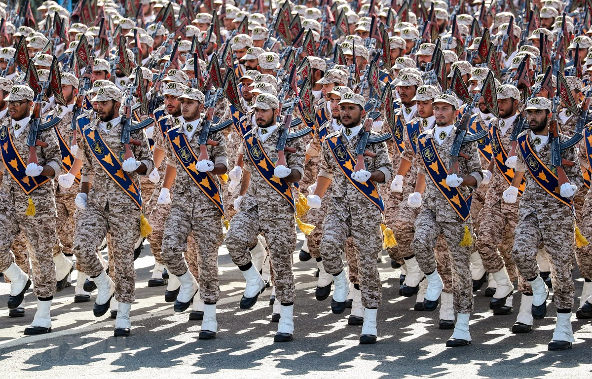 Lực lượng Vệ binh Cách mạng Hồi giáo Iran (IRGC) tại lễ duyệt binh ở Tehran ngày 22/9/2018. (Ảnh: AFP/TTXVN)