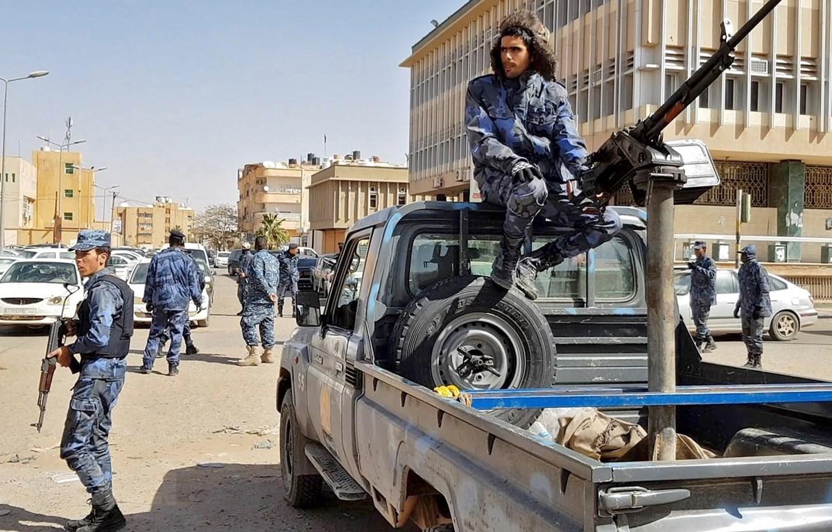 Lực lượng tự xưng Quân đội Quốc gia Libya (LNA) do Tướng Haftar chỉ huy tuần tra tại thành phố Sebha, miền nam Libya ngày 6/2/2019. (Ảnh: AFP/TTXVN)