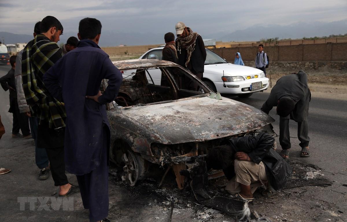 Hiện trường vụ đánh bom do phiến quân Taliban tiến hành tại tỉnh Parwan , Afghanistan ngày 9/4. (Ảnh: THX/TTXVN)