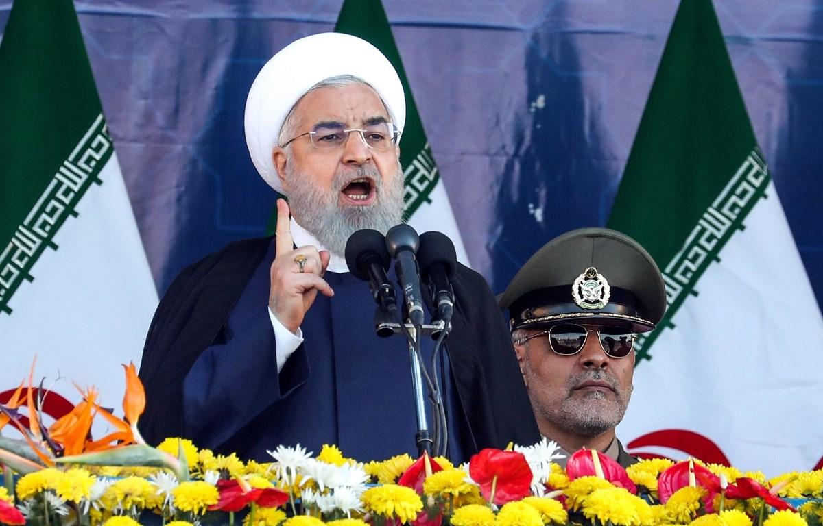 Tổng thống Iran Hassan Rouhani phát biểu tại lễ diễu binh ở Tehran, ngày 22/9. (Ảnh: AFP/TTXVN)