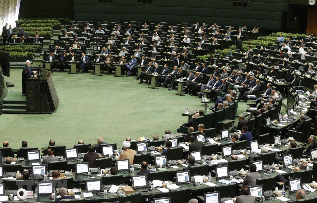 Toàn cảnh một phiên họp Quốc hội Iran ở Tehran. (Ảnh: AFP/TTXVN)