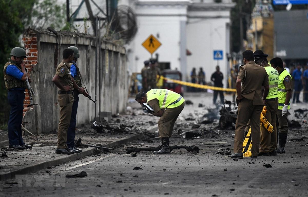Lực lượng an ninh Sri Lanka điều tra tại hiện trường vụ nổ ở Colombo ngày 22/4/2019. (Ảnh: AFP/TTXVN)