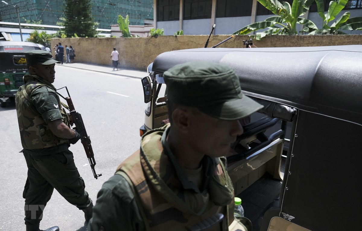 Binh sỹ được triển khai tại Colombo, Sri Lanka, sau loạt vụ nổ ngày 22/4/2019. (Ảnh: THX/ TTXVN)