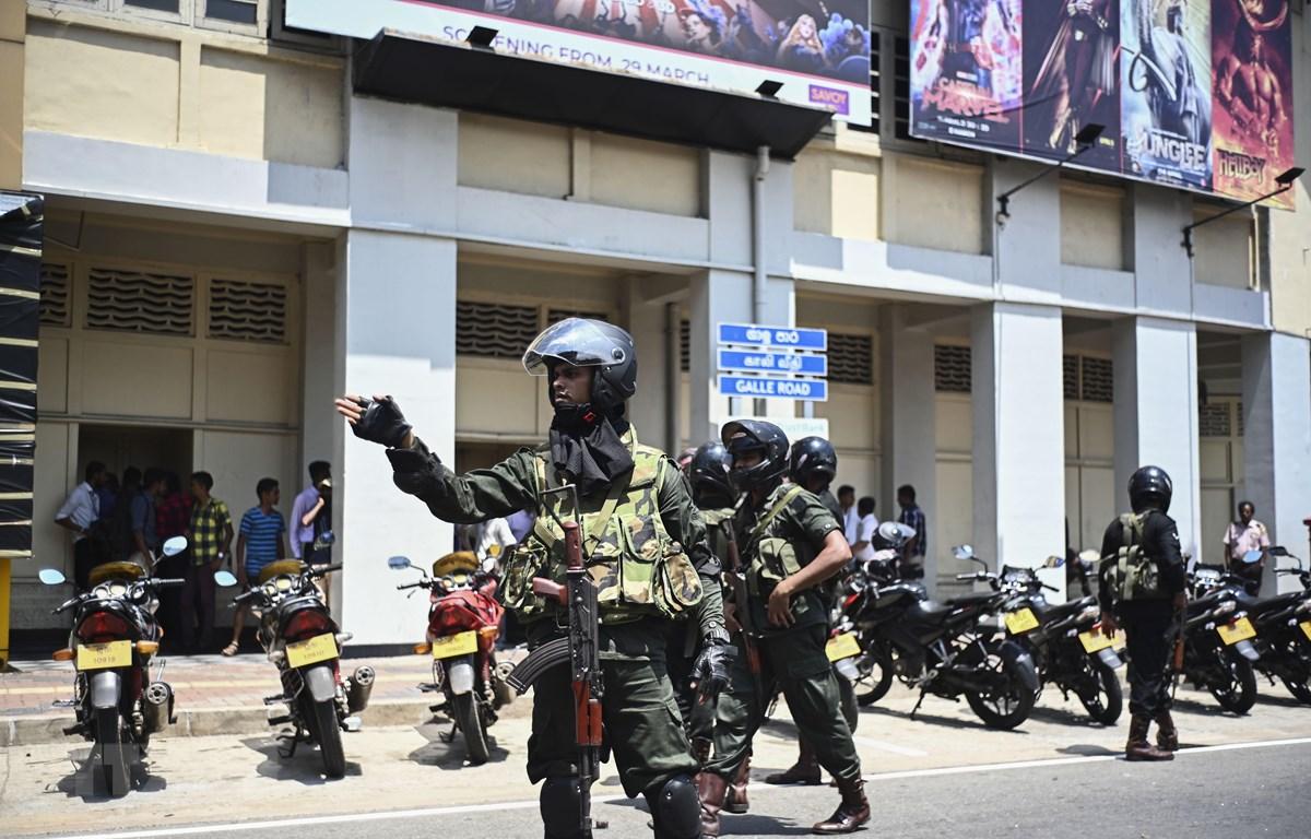 Cảnh sát gác tại hiện trường một vụ nổ ở Colombo, Sri Lanka, ngày 24/4/2019. (Ảnh: AFP/ TTXVN)