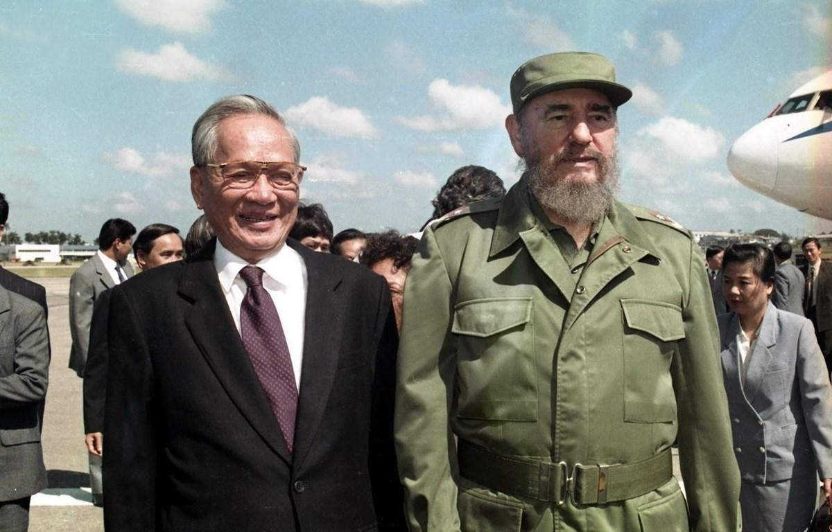 Chủ tịch nước Lê Đức Anh và Chủ tịch Cuba Fidel Castro trong chuyến thăm hữu nghị chính thức Cuba, từ ngày 12 đến 17/10/1995. (Ảnh: Cao Phong/TTXVN)