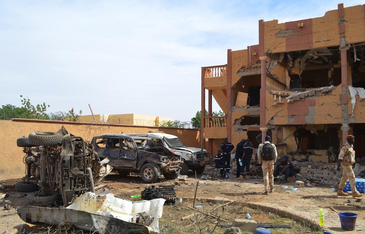 Hiện trường một vụ đánh bom liều chết tại Gao,Mali, ngày 13/11/2018. (Ảnh: AFP/TTXVN)