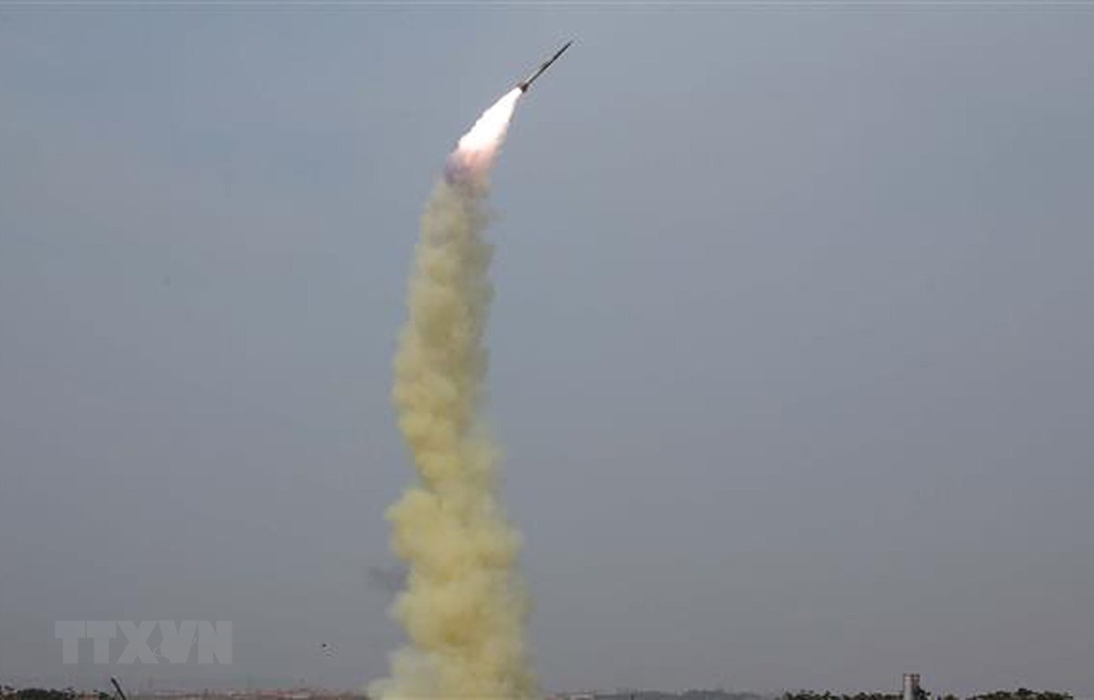 Một vụ thử tên lửa dẫn đường kiểu mới của Triều Tiên tại một địa điểm không xác định. (Ảnh: AFP/TTXVN)