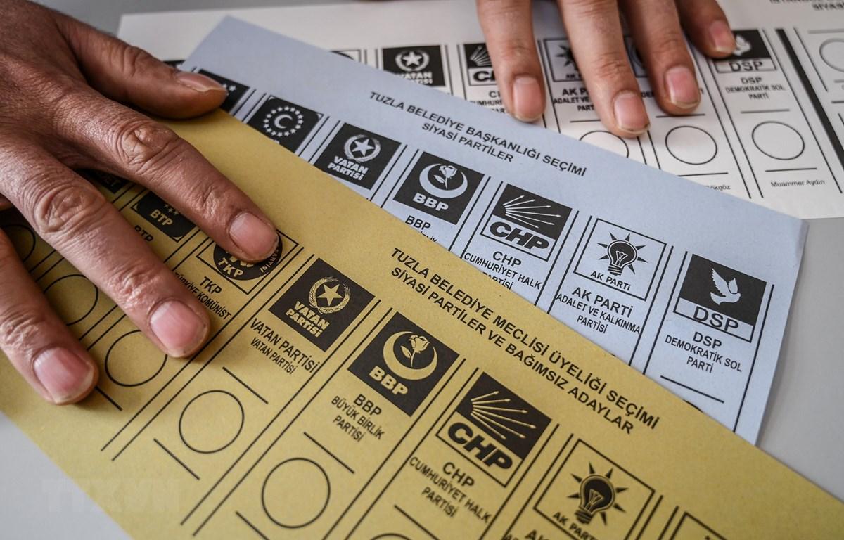 Phiếu bầu trong cuộc bầu cử Thị trưởng Istanbul, Thổ Nhĩ Kỳ ngày 31/3/2019. (Ảnh: AFP/TTXVN)