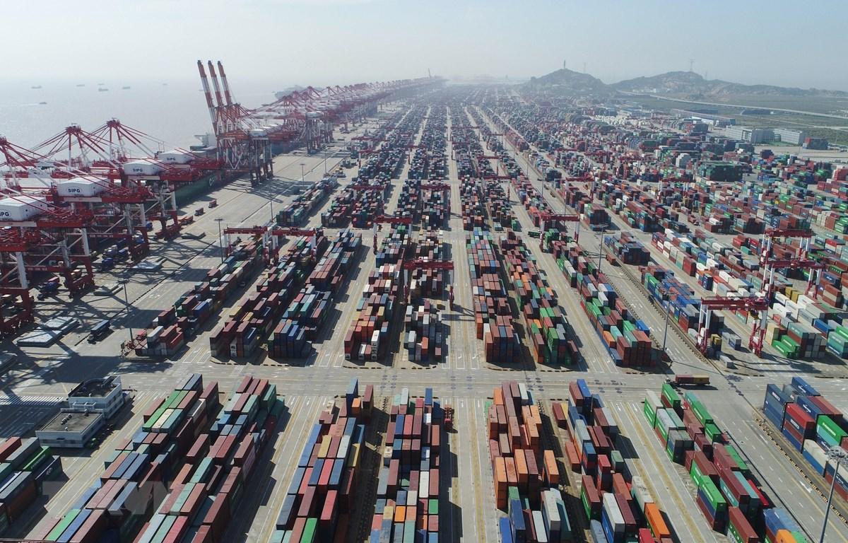 Cảng hàng hóa Dương Sơn ở Thượng Hải, Trung Quốc tháng 4/2017. (Ảnh: THX/TTXVN)