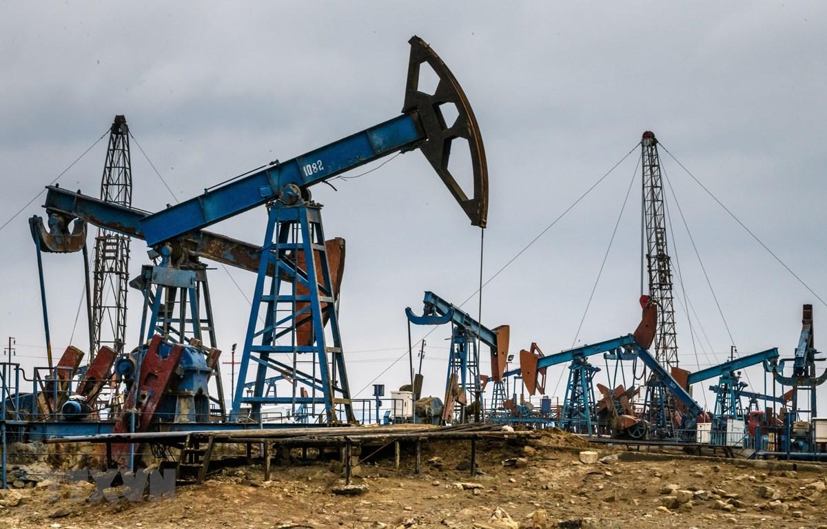 Một cơ sở khai thác dầu ở ngoại ô Baku, Azerbaijan, ngày 19/3/2019. (Ảnh: AFP/ TTXVN)
