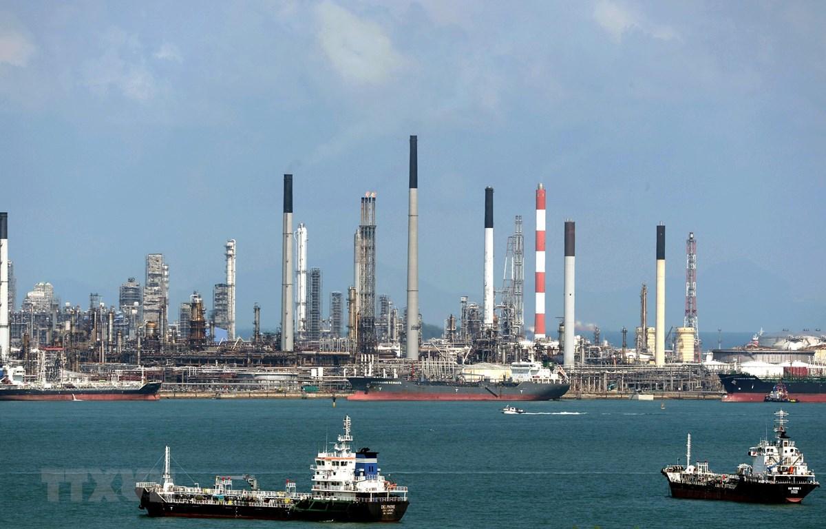 Tàu thuyền trên vùng biển Singapore. (Ảnh: AFP/TTXVN)